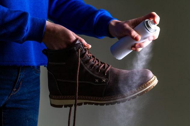 applying-waterproof-spray-on-boots